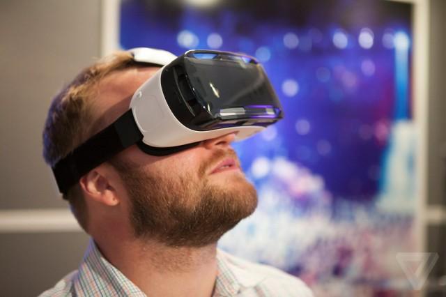 a17d58f02 Samsung Gear VR: Prenosná virtuálna realita poháňaná Galaxy Note 4