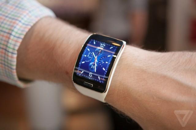 Samsung Gear S  Inteligentné hodinky bc5588c0688