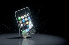 Video: Jeden z prvních majitelů iPhone 6 byl štěstím bez sebe a svůj úlovek poslal v přímém přenosu k zemi