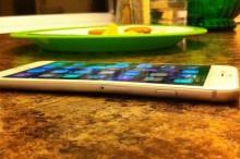Majitelia iPhone 6 Plus sa sťažujú: 1000€ telefón sa im ohol vo vrecku