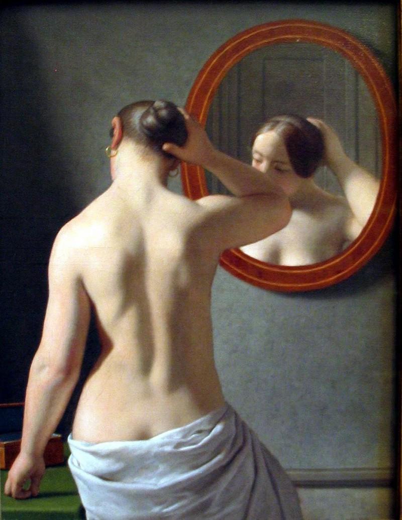žena pred zrkadlom