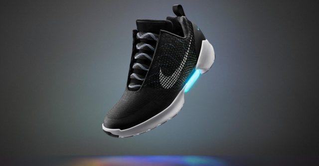 4bd32e2860392 Chcete samošnúrovacie tenisky od Nike? Vaše môžu byť od 1. decembra, cena  je astronomická!